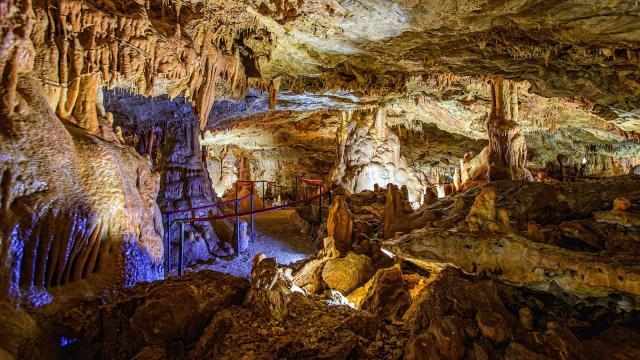 Feštinsko kraljevstvo Cave