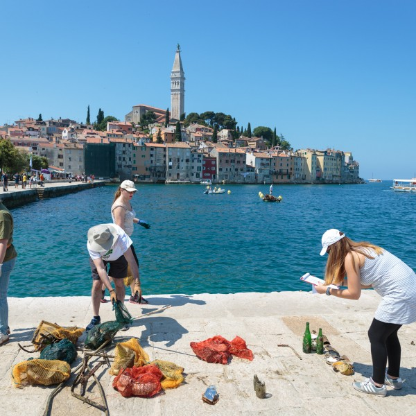 Porton Biondi Beach and Valdibora Bay Seabed Clean-Up